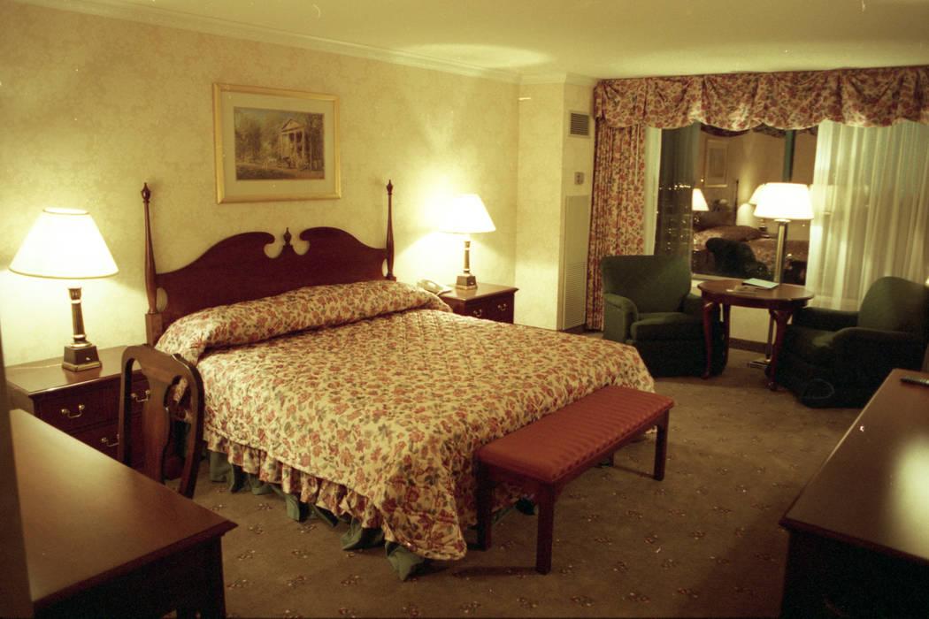 """Una habitación en la torre Deep South con el tema """"Lo que el viento se llevó"""" en MGM Grand, que se muestra en diciembre de 1993. (Archivo de Las Vegas Review-Journal)"""