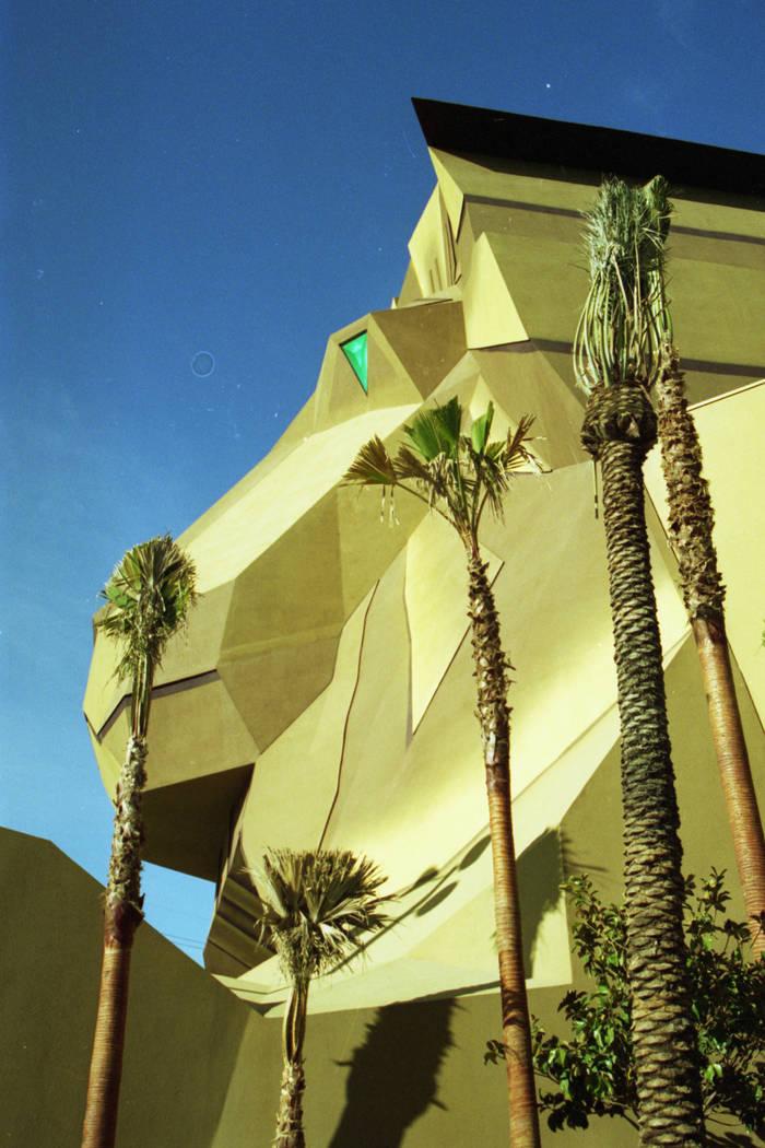 La entrada de la cabeza del gran león MGM se muestra en diciembre de 1993. (Archivo de Las Vegas Review-Journal)