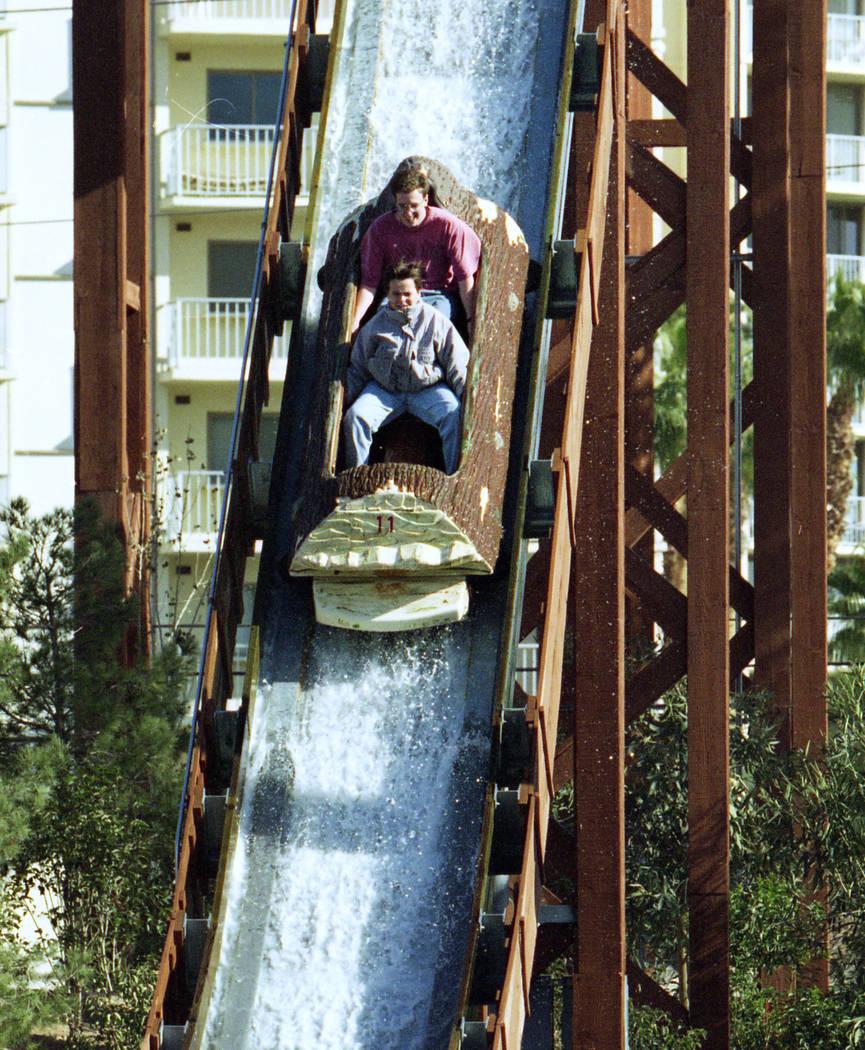 El paseo de The Edge en el parque temático MGM Grand Adventures. El parque se abrió al público el 18 de diciembre de 1993. (Archivo de Las Vegas Review-Journal)