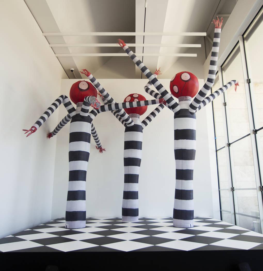 """""""Tim Burton @ the Neon Museum"""" será una exposición de las obras de arte originales de Burton a partir de octubre de 2019. Estas imágenes son representativas del tipo de esculturas e instalacion ..."""