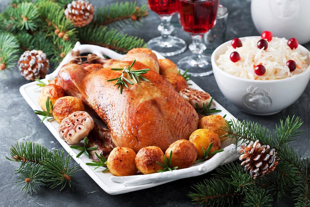 Pato asado navideño con papas al horno (Getty Images)