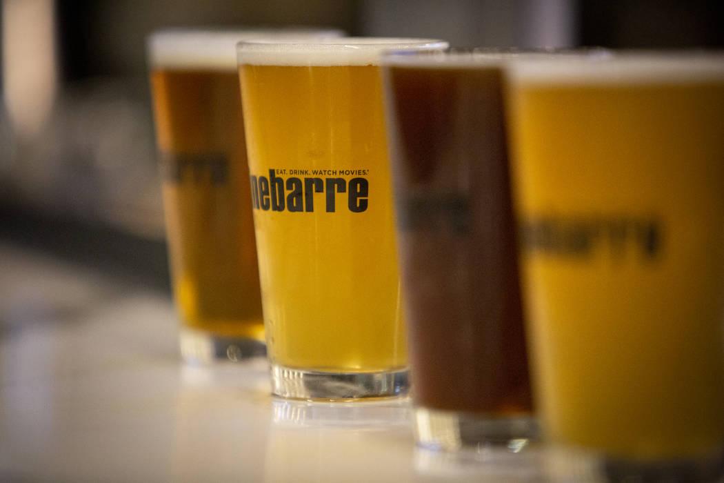 Las cervezas están en exhibición en Regal's Cinebarre, la nueva sala de cine de Palace Station, ya que presenta su gran apertura en Las Vegas, el martes 18 de diciembre de 2018. Caroline Brehman ...