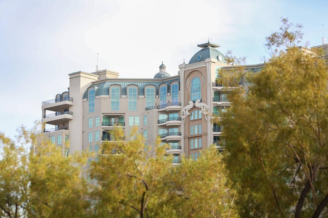 One Queensridge Place, visto el lunes 17 de diciembre de 2018, fue el hogar de una de las ventas de condominios de gran altura más caras del año en Las Vegas. Caroline Brehman / Las Vegas Review ...