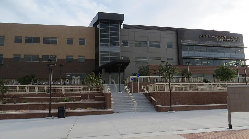 Nevada State College cuenta con distintos recursos financieros para ayudar a estudiantes que provienen de familias de bajos ingresos. Foto Anthony Avellaneda / El Tiempo – Archivo.