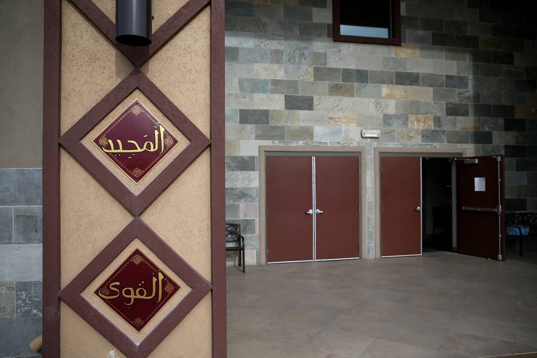 Paneles con algunos de los 99 nombres de Alá rodean la entrada al Centro Islámico Masjid Ibrahim en Las Vegas el viernes 14 de diciembre de 2018. K.M. Cannon Las Vegas Review-Journal @KMCannonPhoto