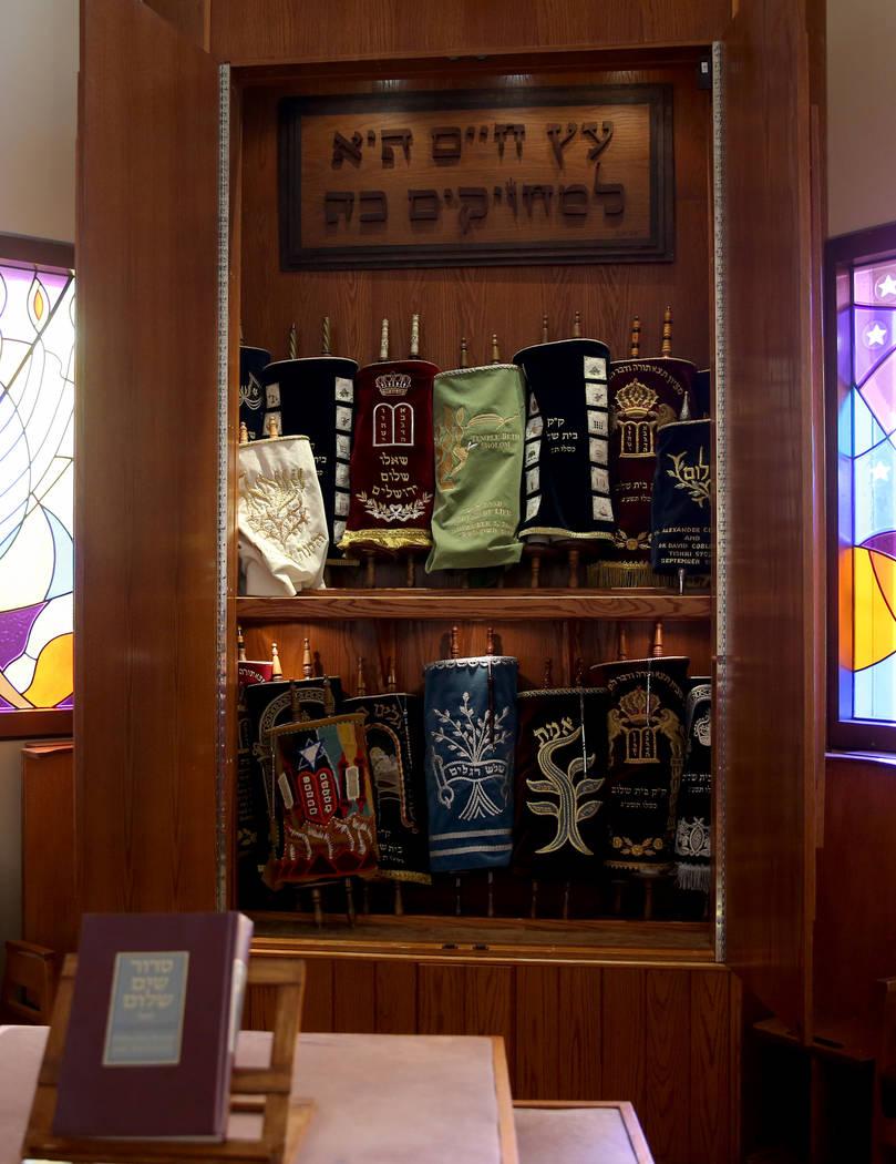 El arca incluye pergaminos enrollados en Temple Beth Sholom en Las Vegas el viernes 14 de diciembre de 2018. K.M. Cannon Las Vegas Review-Journal @KMCannonPhoto