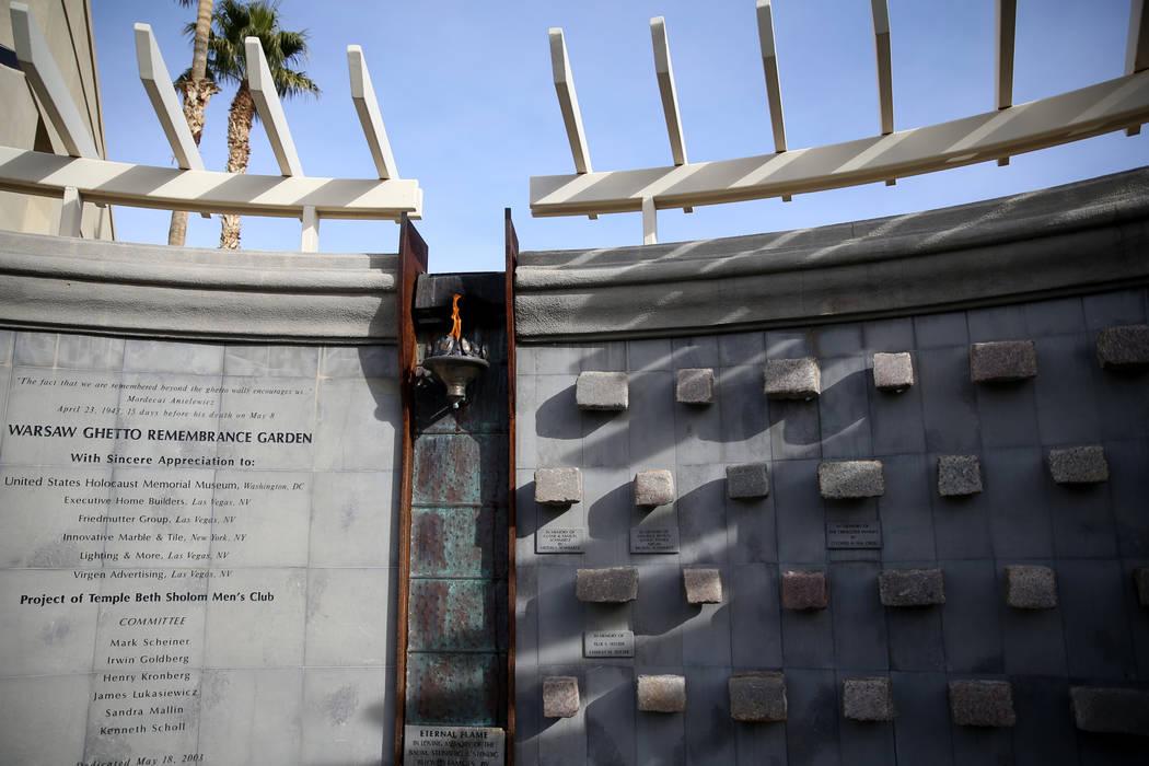 El Jardín del Recuerdo del Gueto de Varsovia en el Templo Beth Sholom en Las Vegas el viernes 14 de diciembre de 2018. K.M. Cannon Las Vegas Review-Journal @KMCannonPhoto
