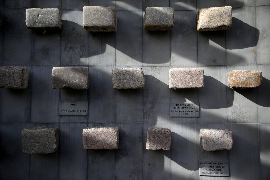 Piedras de una de las calles del ghetto de Varsovia en el Jardín de la Memoria del Ghetto de Varsovia en el Templo Beth Sholom en Las Vegas el viernes 14 de diciembre de 2018. K.M. Cannon Las Veg ...