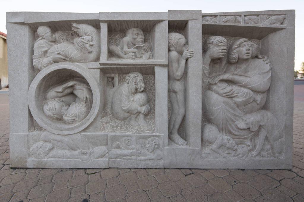 Tres esculturas de piedra caliza talladas a mano por el artista Joe O'Connell fuera de la Iglesia Católica Cristo Rey ubicada en 4925 S. Torrey Pines Drive en Las Vegas el miércoles 12 de diciem ...
