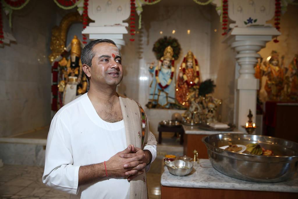 Pandit Brijesh Raval en el templo hindú de Las Vegas en Las Vegas, jueves 13 de diciembre de 2018. Erik Verduzco Las Vegas Review-Journal @Erik_Verduzco