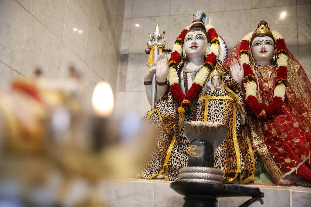 Estatuas de deidades Shiva, izquierda, y Parvati en el Templo Hindú de Las Vegas en Las Vegas, jueves 13 de diciembre de 2018. Erik Verduzco Las Vegas Review-Journal @Erik_Verduzco