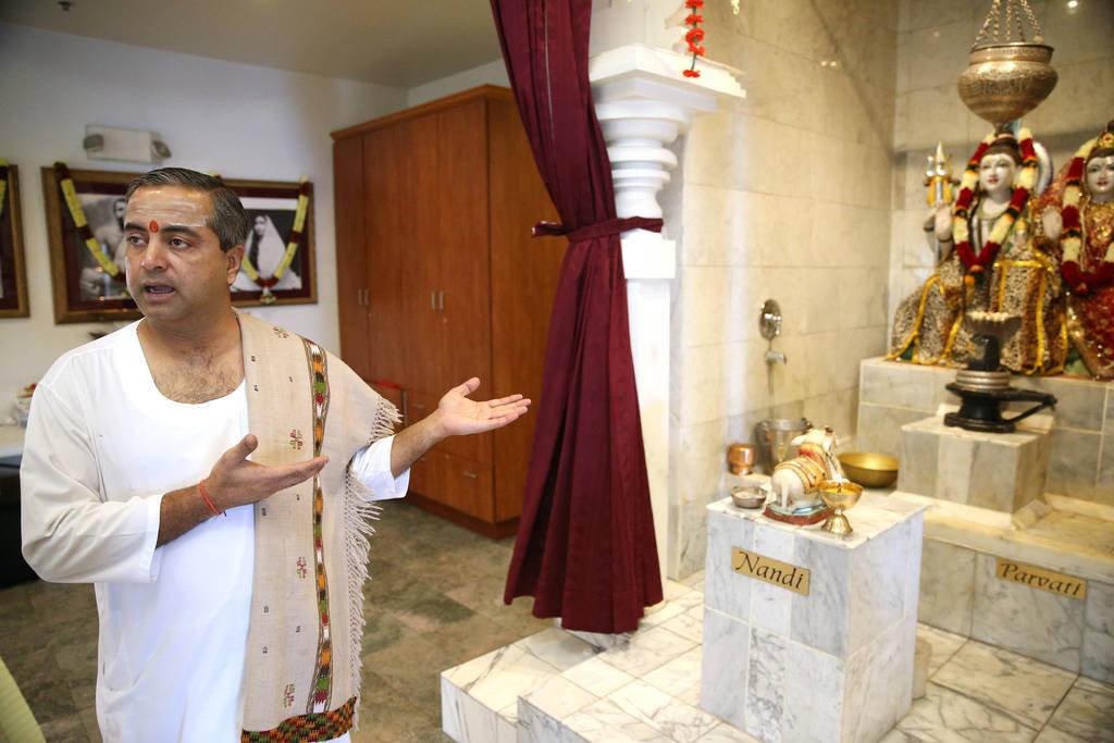 Pandit Brijesh Raval es entrevistado en el Templo Hindú de Las Vegas en Las Vegas, el jueves 13 de diciembre de 2018. Erik Verduzco Las Vegas Review-Journal @Erik_Verduzco