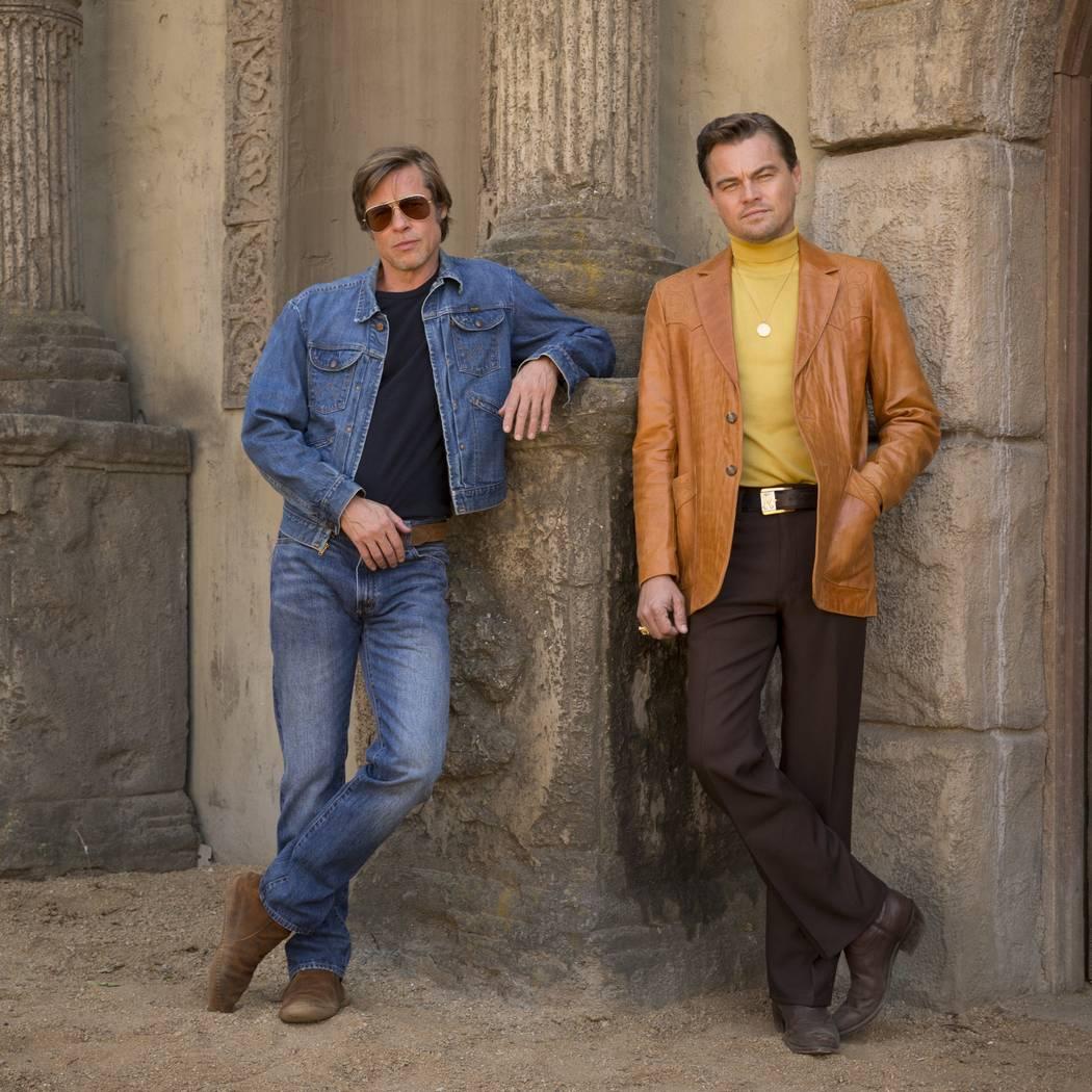 """Brad Pitt y Leonardo DiCaprio protagonizan en Columbia Pictures, """"Érase una vez en Hollywood"""" FOTO POR: ANDREW COOPER COPYRIGHT: © 2018 CTMG, Inc. Todos los derechos reservados."""