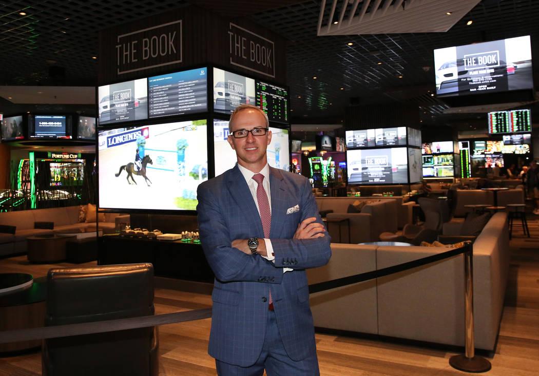 Christian Stuart, vicepresidente ejecutivo de Caesars Entertainment, Juegos y entretenimiento interactivo, posa para una foto en la sala de juegos de LINQ el viernes 2 de noviembre de 2018, en Las ...