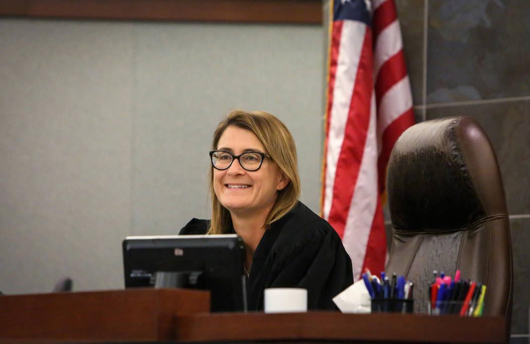 La jueza de distrito Jennifer Togliatti aparece en su sala del tribunal en el Centro de Justicia Regional de Las Vegas, el miércoles 28 de noviembre de 2018. Caroline Brehman / Las Vegas Review-J ...