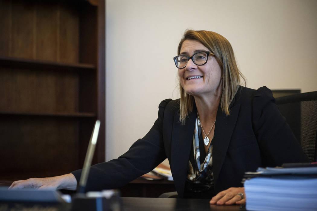 La jueza de distrito Jennifer Togliatti habla sobre sus planes para servir como juez principal y supervisar las conferencias de acuerdos una vez que se jubile como jueza de distrito en su despacho ...