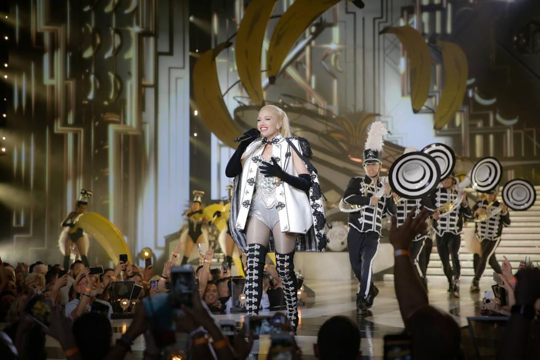 """Gwen Stefani, el teatro de Zappos en el espectáculo principal de Planet Hollywood, se muestra durante su producción de """"Just A Girl"""". (Todd Stefani / Robb Dipple)"""