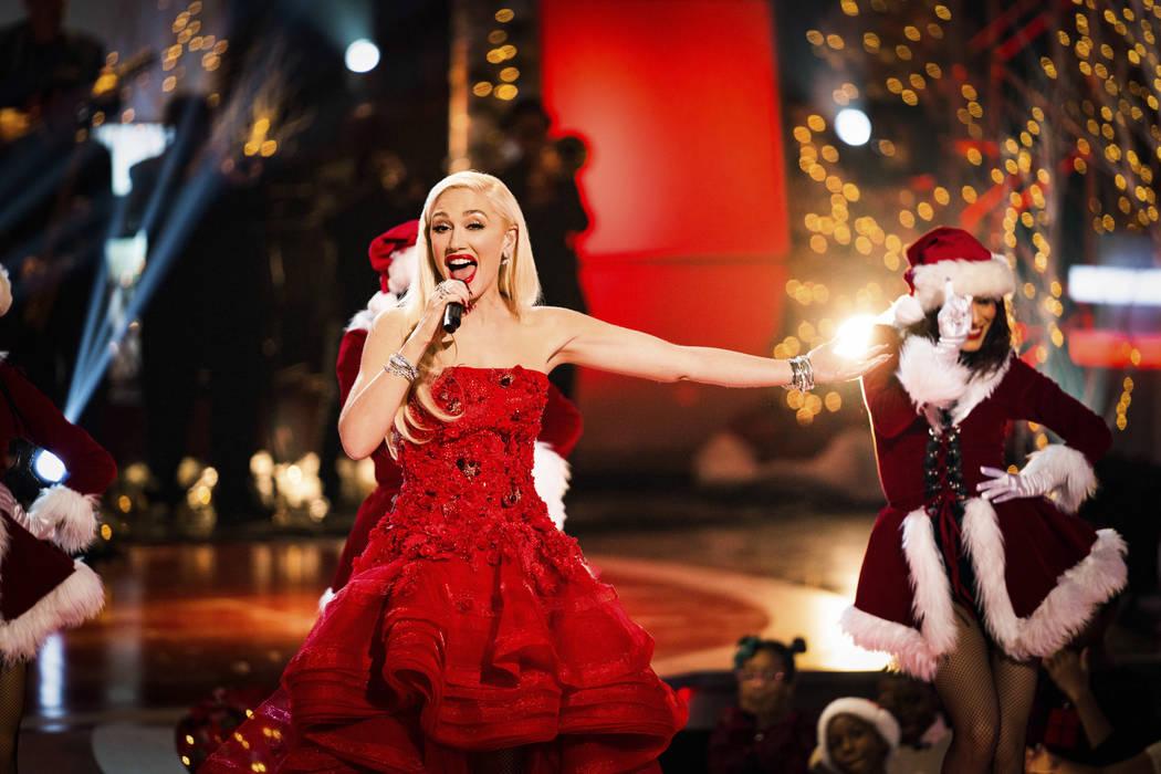 """El Teatro Zappos en el cartel principal de Planet Hollywood, Gwen Stefani, se muestra durante """"A Home For The Holidays"""", que se emitió el 21 de diciembre de 2018 en CBS. (Idris Erba / CBS)"""