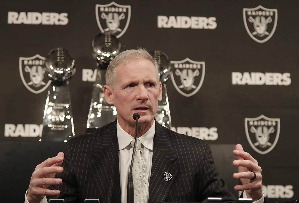 Mike Mayock habla como en una conferencia de prensa donde fue presentado como el nuevo gerente general de los Raiders de Oakland en la sede del equipo en Oakland, California, el lunes 31 de diciem ...