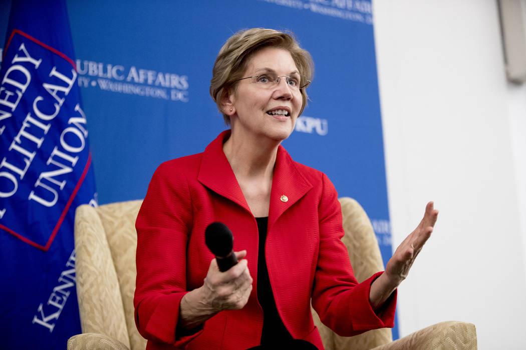 La senadora Elizabeth Warren, D-Mass., Responde preguntas en la American University Washington College of Law en Washington, después de pronunciar un discurso sobre su visión de política exteri ...