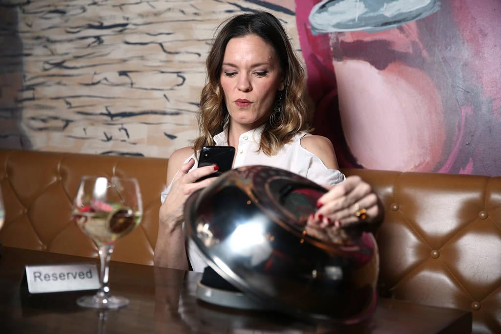 La chef Jolene Mannina en el restaurante gastronómico de tapas y vinos EDO en Las Vegas, el jueves 27 de diciembre de 2018. Erik Verduzco Las Vegas Review-Journal / El Tiempo @Erik_Verduzco