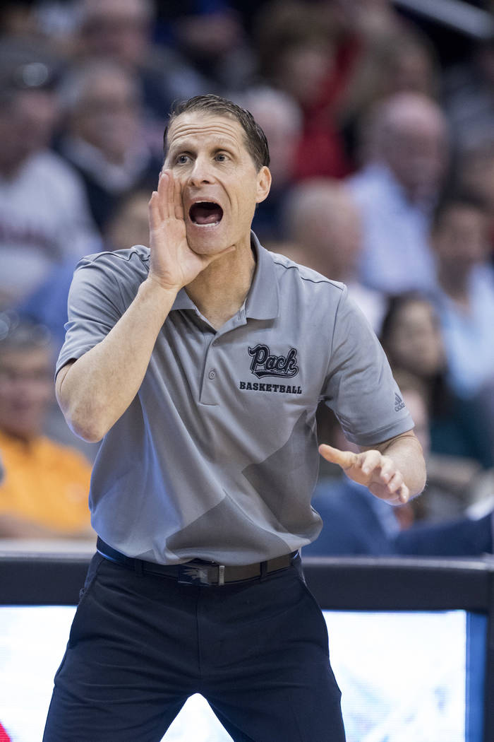 El entrenador en jefe de Nevada, Eric Musselman, grita una jugada contra el Gran Cañón durante la primera mitad de un juego de Básquetbol universitario de la NCAA el domingo 9 de diciembre de 2 ...