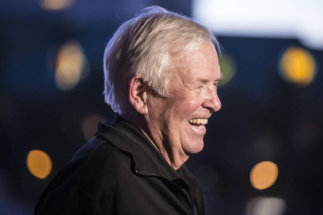 El dueño de los Golden Knights, Bill Foley, es todo sonrisas antes del inicio del juego de playoffs de Las Vegas con los Los Angeles Kings durante una fiesta de vigilancia en el hotel-casino Mand ...