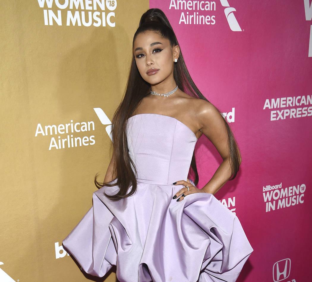 En este jueves, 6 de diciembre, foto de archivo de 2018, Ariana Grande asiste al 13º evento anual de Billboard Women in Music en el Pier 36, en Nueva York. Los organizadores del Festival de Músi ...