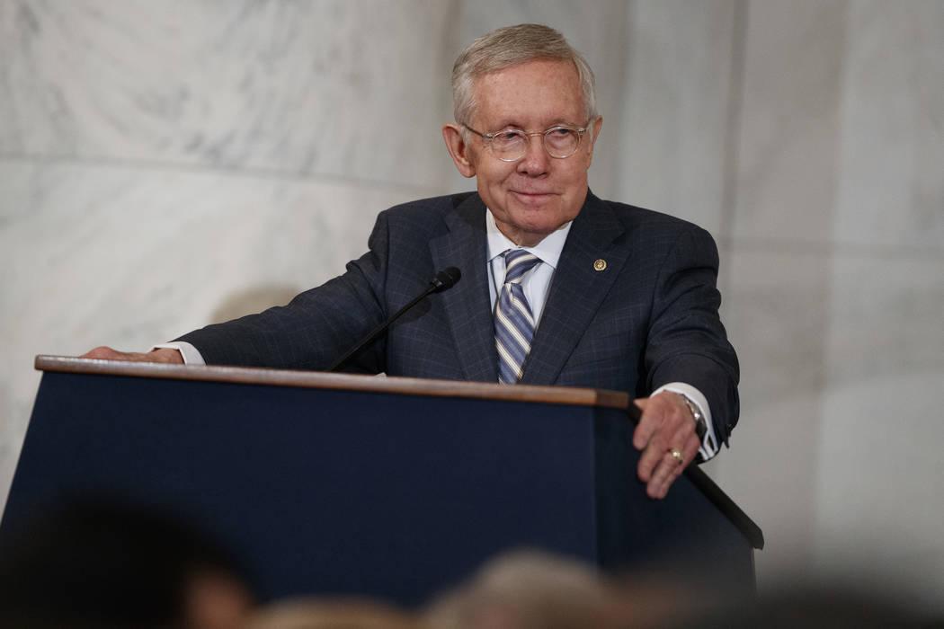 El senador Harry Reid, demócrata por Nevada, habla durante una ceremonia para presentar su retrato, en Capitol Hill, el jueves 8 de diciembre de 2016, en Washington. (Foto AP / Evan Vucci)