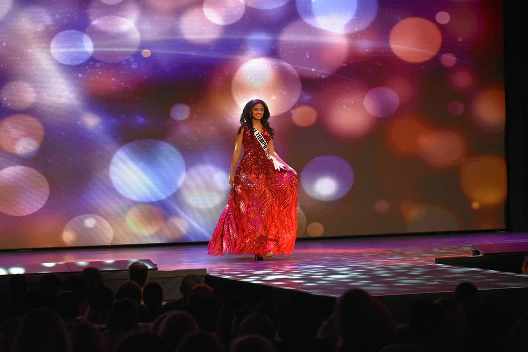 Miss El Tiempo Teen USA Noelani Mendoza mostró gran seguridad y presencia sobre el escenario. Domingo 6 de enero de 2019 en el casino South Point. Foto Anthony Avellaneda / El Tiempo.