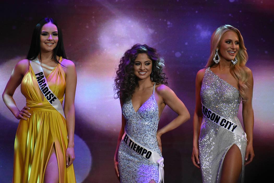 Miss El Tiempo USA Miranda Contreras (centro) tuvo una destacada participación al clasificar a la semifinal del certamen. Domingo 6 de enero de 2019 en el casino South Point. Foto Anthony Avellan ...