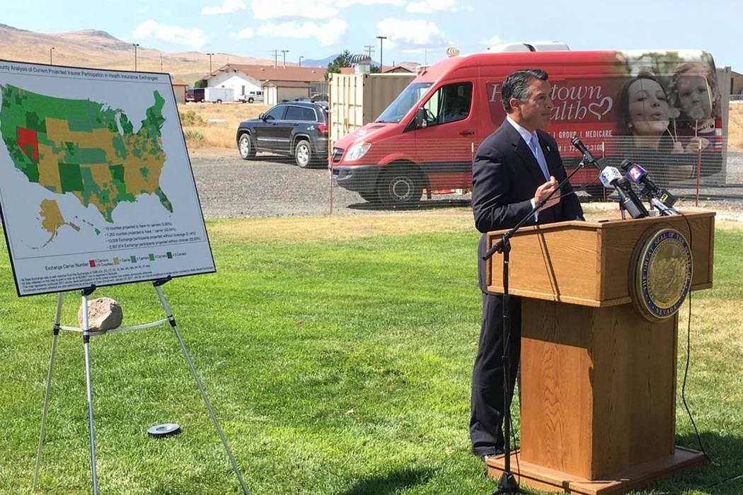 Sean Whaley/Las Vegas Review-Journal El gobernador Brian Sandoval anuncia que una compañía de seguros prestará servicios en 14 condados rurales en el intercambio de seguros de salud de Nevada e ...