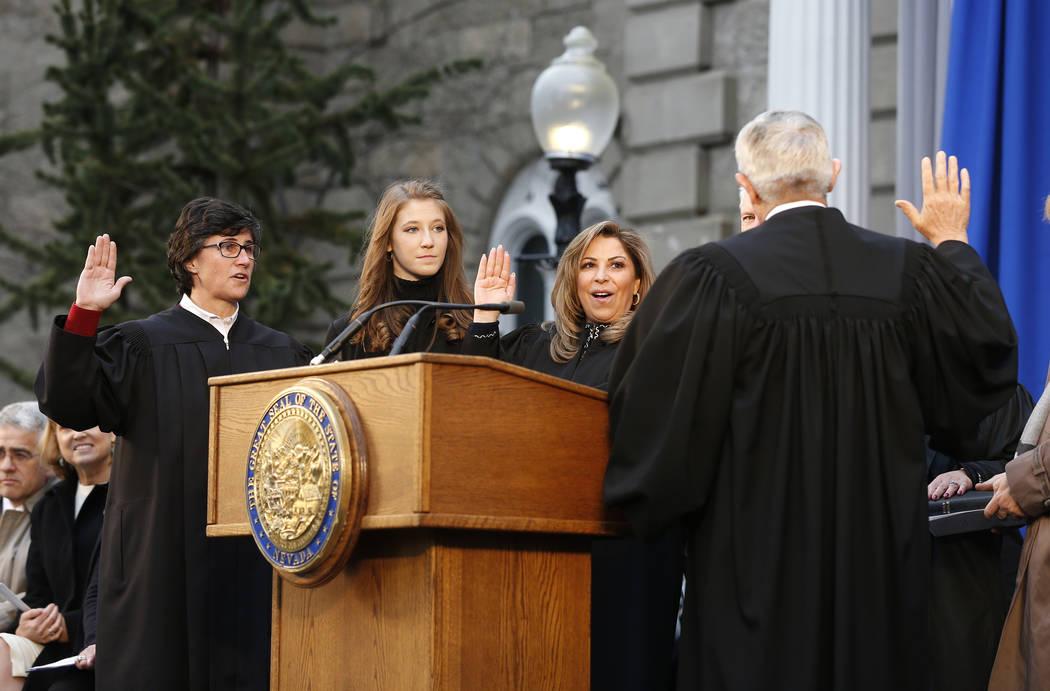 Los jueces de la Corte Suprema de Nevada, Lidia Siglich, a la izquierda, Abbi Silver, centro, y Elissa Cadish, no vistos, prestan juramento ante el Juez Principal de la Corte Suprema James Hardest ...