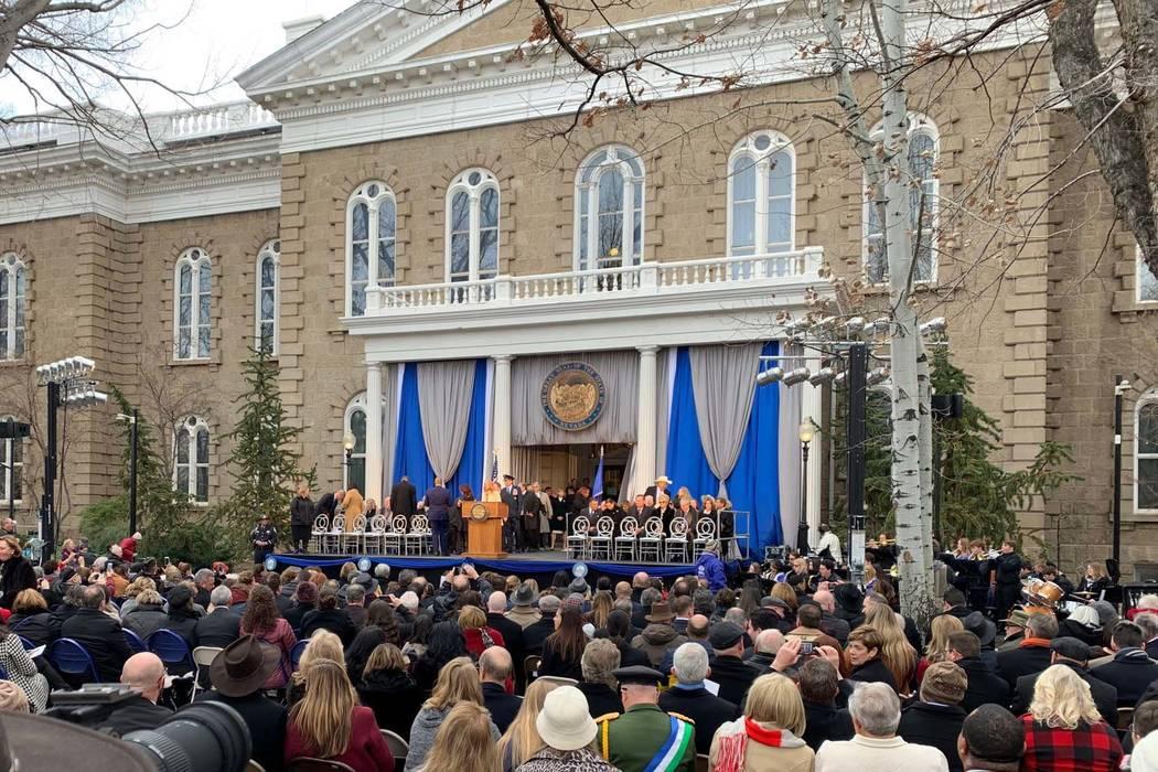 Comienza la ceremonia de juramento de Steve Sisolak como el 30º gobernador de Nevada, junto con otros funcionarios constitucionales y jueces de la Corte Suprema del estado el lunes 7 de enero de ...