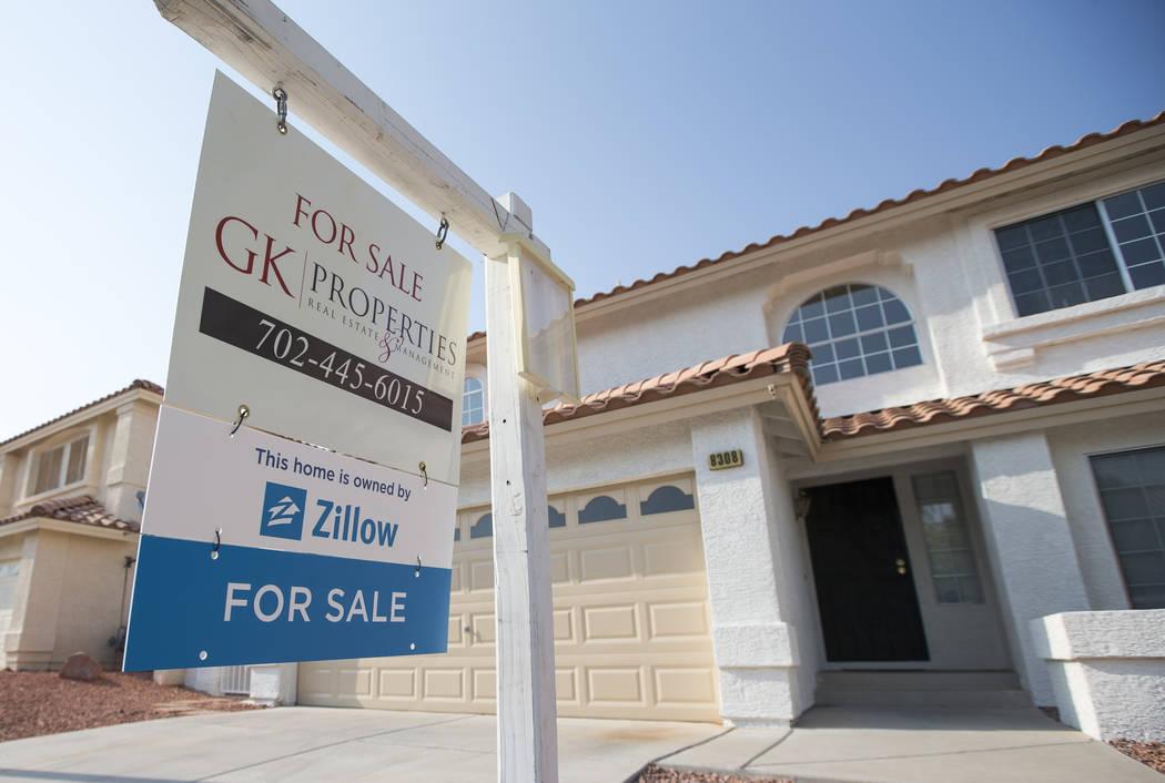 Se ve una casa en venta en 8308 Cretan Blue Lane en Las Vegas el viernes 10 de agosto de 2018. (Richard Brian / Las Vegas Review-Journal) @vegasphotograph