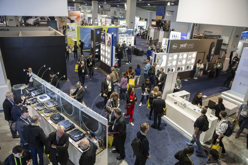 The South Hall está lleno durante el primer día del CES 2019 el martes 8 de enero de 2019, en el Centro de Convenciones de Las Vegas, en Las Vegas. El evento tecnológico de cuatro días reúne ...