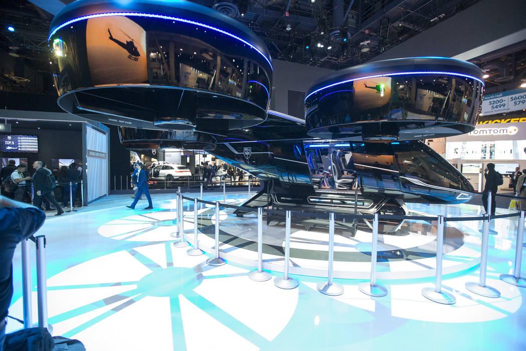 El Bell Nexus, un concepto de taxi aéreo híbrido-eléctrico, se exhibe el primer día del CES en el Centro de Convenciones de Las Vegas en Las Vegas el martes 8 de enero de 2019. Richard Brian L ...