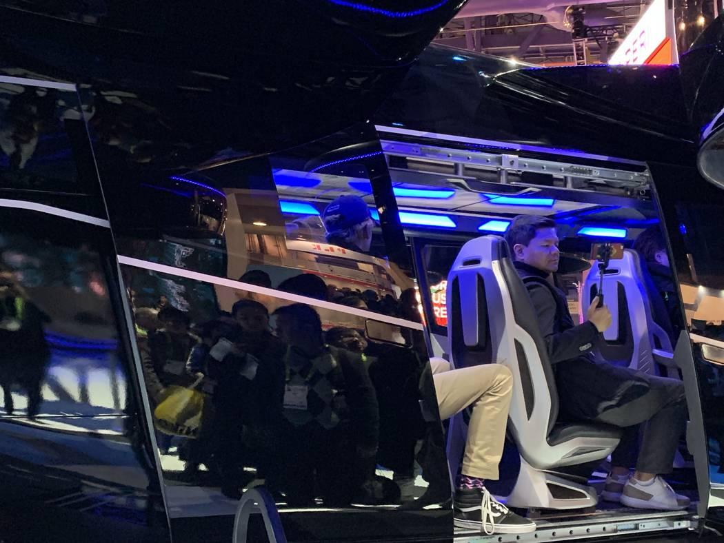 """El taxi aéreo """"Bell Nexus"""" de Bell es aproximadamente del mismo tamaño que un helicóptero tradicional y puede acomodar hasta cuatro pasajeros. (Mick Akers / Las Vegas Review-Journal)"""