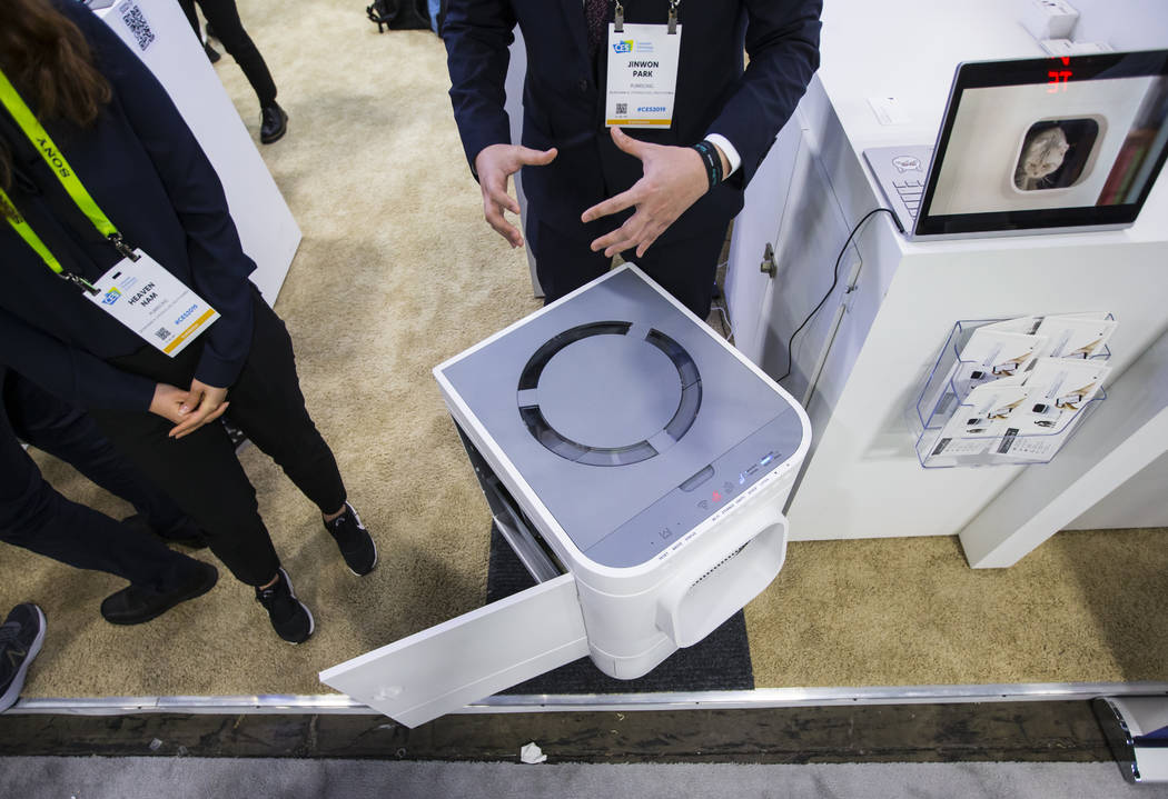 La caja de arena automática LavvieBot de PurrSong en el Sands Expo and Convention Center durante el CES en Las Vegas el miércoles 9 de enero de 2019. Chase Stevens Las Vegas Review-Journal @csst ...