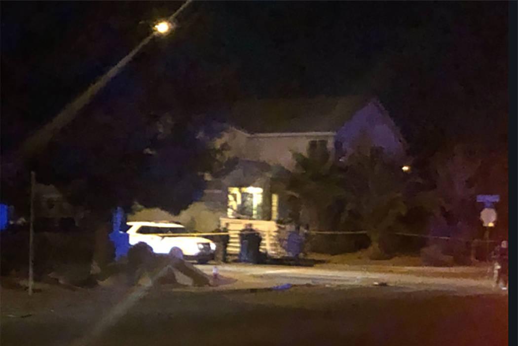 La policía trabaja después de un tiroteo cerca de la intersección de Coleman Street y San Miguel Avenue en North Las Vegas el miércoles 10 de enero de 2019. (Katelyn Newberg / Las Vegas Review ...