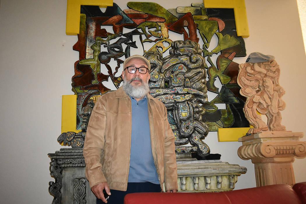 Jesús Toloza ha destacado mediante la creación de esculturas realizadas con madera reciclada, ya que también es defensor del medio ambiente. Viernes 4 de enero de 2019 en casa particular. Foto ...