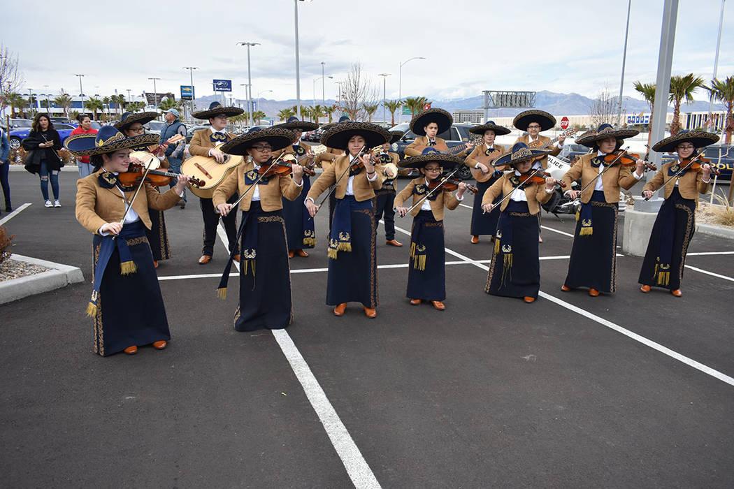 El Mariachi Mónaco tuvo una destacada intervención musical durante el evento. Sábado 12 de enero de 2019 en la agencia de automóviles Jaguar Land Rover. Foto Anthony Avellaneda / El Tiempo.