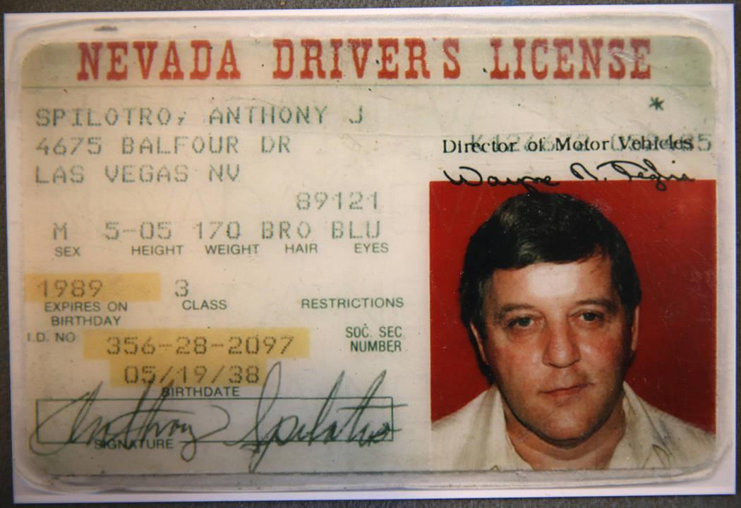 """La licencia de conducir del mafioso de Las Vegas, Tony """"The Ant"""" Spilotro, se muestra en su antigua casa en 4675 Balfour Drive en Las Vegas en una foto proporcionada por la agente Shannon Smith el ..."""