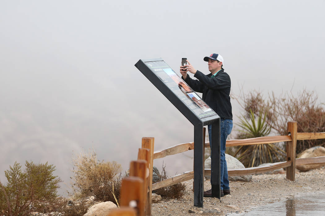 Jason Bruns de Jackson, Mo., se toma una foto en Red Rock Canyon en Las Vegas, el martes 15 de enero de 2019. Erik Verduzco Las Vegas Review-Journal @Erik_Verduzco