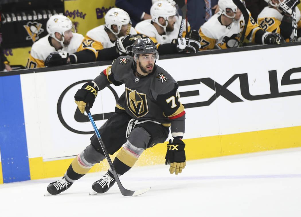 El centro de los Golden Knights Brandon Pirri (73) durante el tercer período de un juego de hockey de la NHL contra los Pittsburgh Penguins en el T-Mobile Arena en Las Vegas el sábado 19 de ener ...