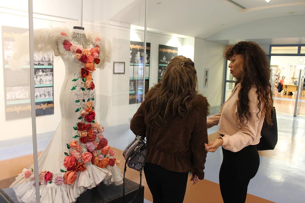 La biblioteca east Flamingo, tiene una exhibición de trajes y fotografías abierta al público hasta el 27 de enero. Sábado 19 de enero de 2019 en biblioteca East Flamingo. Foto Cristian De la R ...