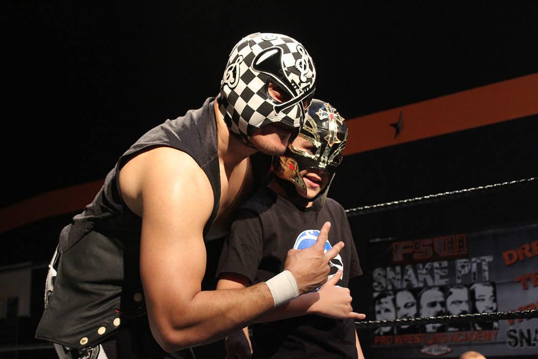 La compañía local Future Stars of Wrestling (FSW), presentó una función de lucha libre estilo mexicano. Domingo 20 de enero de 2019 en arena FSW. Foto Cristian De la Rosa / El Tiempo - Contrib ...