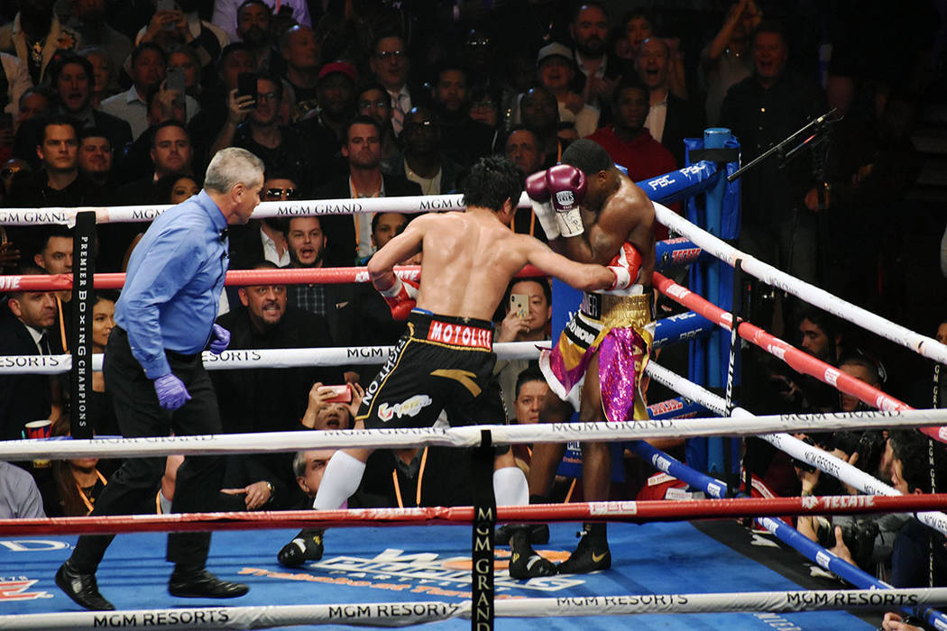"""Manny """"Pacman"""" Paquiao demostró que no le afectó su retiro de casi dos años fuera del cuadrilátero, manifestó que desea otras dos peleas más y luego se retirará definitivamente. Le dio ..."""