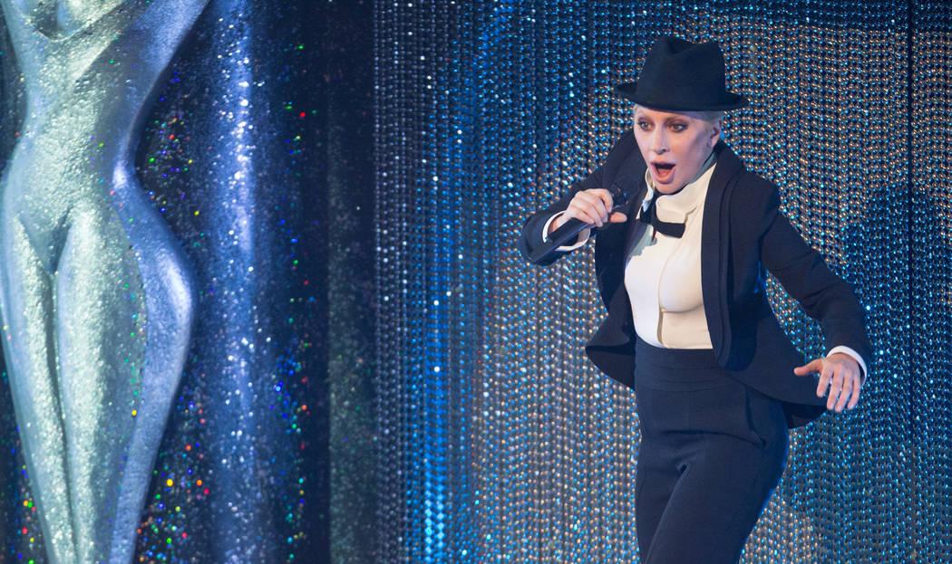Lady Gaga se presenta durante Sinatra 100 - Un concierto de los Grammy All-Star en The Wynn Las Vegas, el miércoles 2 de diciembre de 2015. (Foto de Eric Jamison / Invision / AP)