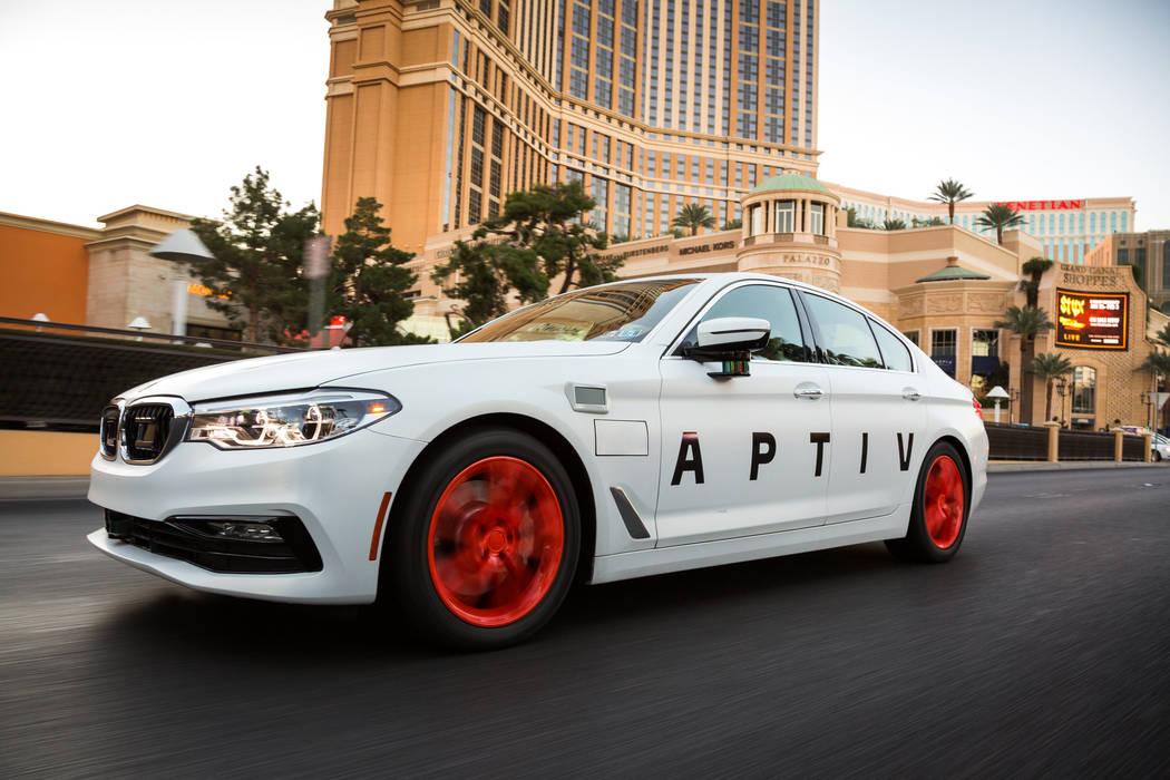 El vehículo APTIV con tecnología autónoma conduce en el Strip el viernes 1 de diciembre de 2017 en Las Vegas, Nevada. (Foto por John F. Martin para APTIV)